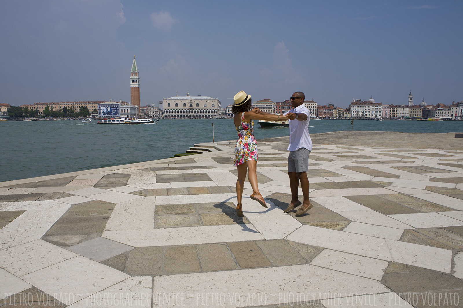 venice honeymoon photographer couple photography session