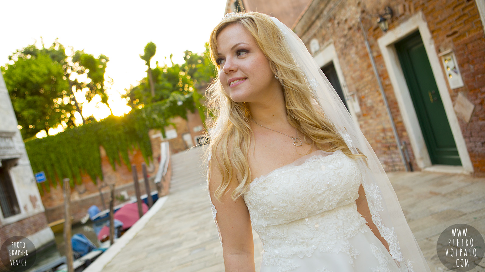 photographer in venice italy for wedding honeymoon photo shoot about walking tour and gondola ride