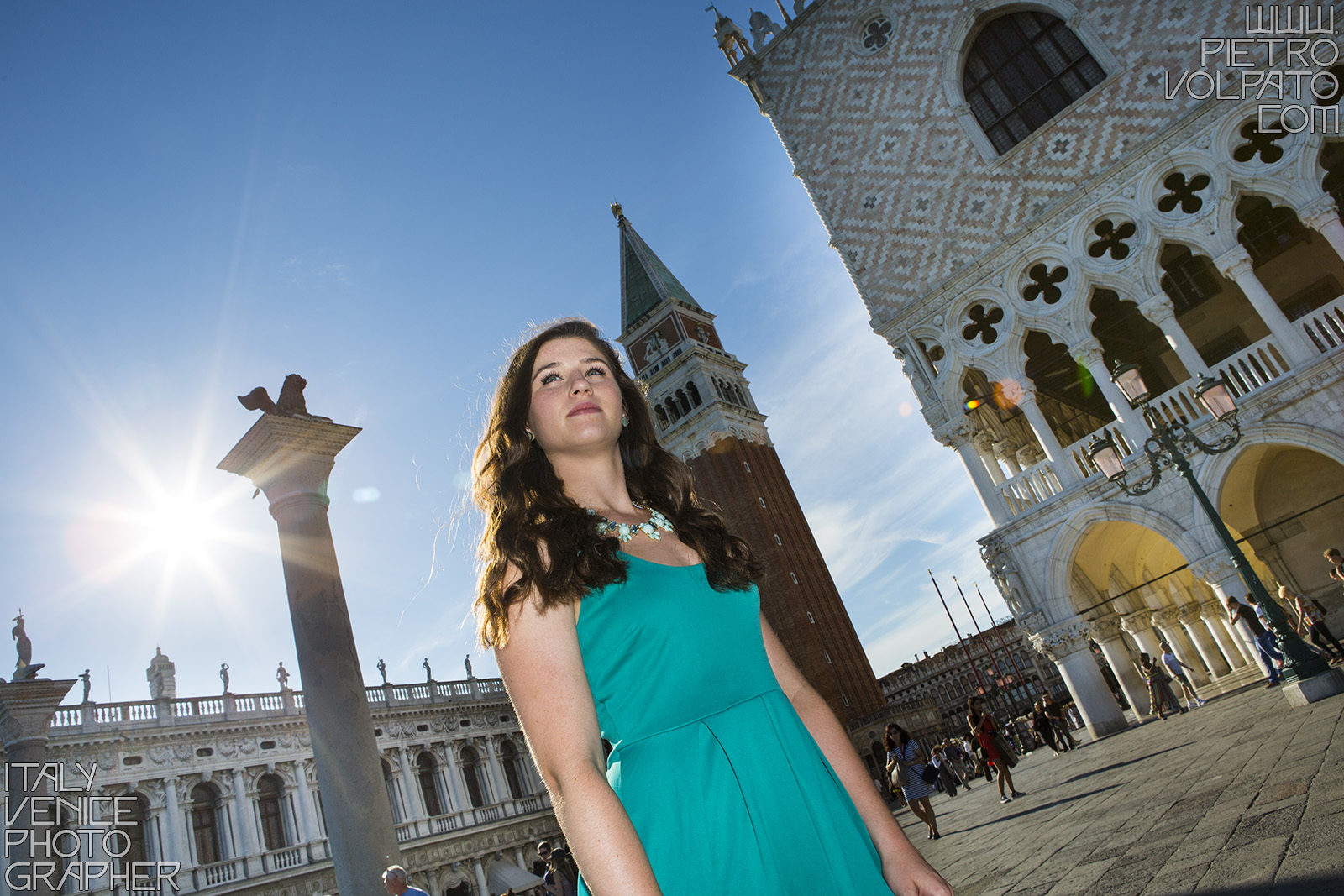 Professional photographer in Venice for senior portrait photography session - fashion photo shoot and tour in Venice