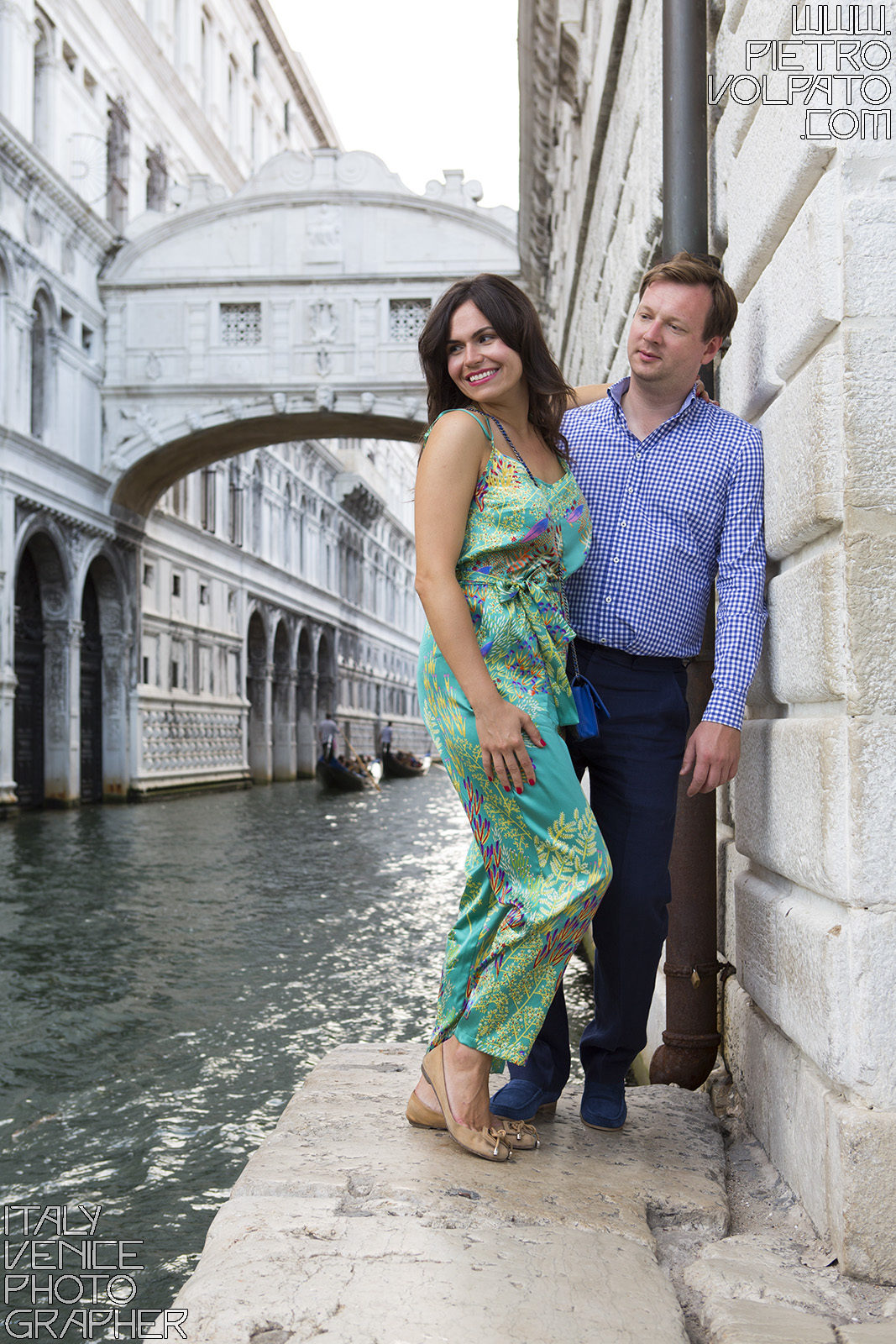 Photographer in Venice for couple romantic vacation photo shoot and walking tour - pictures of romantic walk in Venice italy