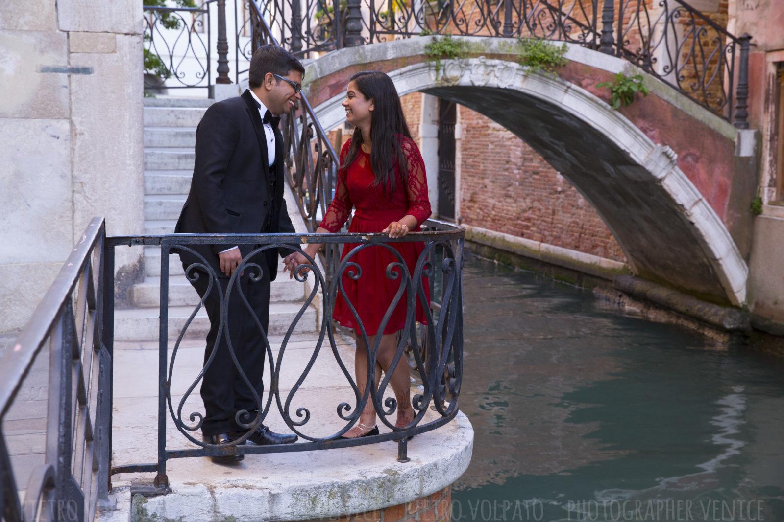 photographer-venice-italy-honeymoon-photo-shoot-romantic-fun-walking-tour-20160429_04