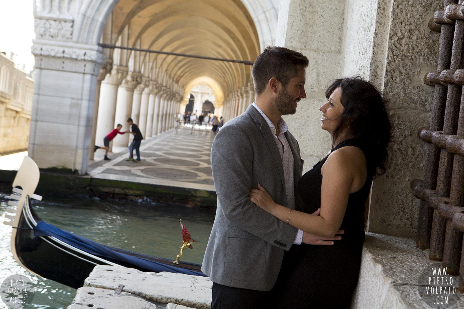 photographer-venice-photoshoot-couple-romantic-vacation-20160417_03