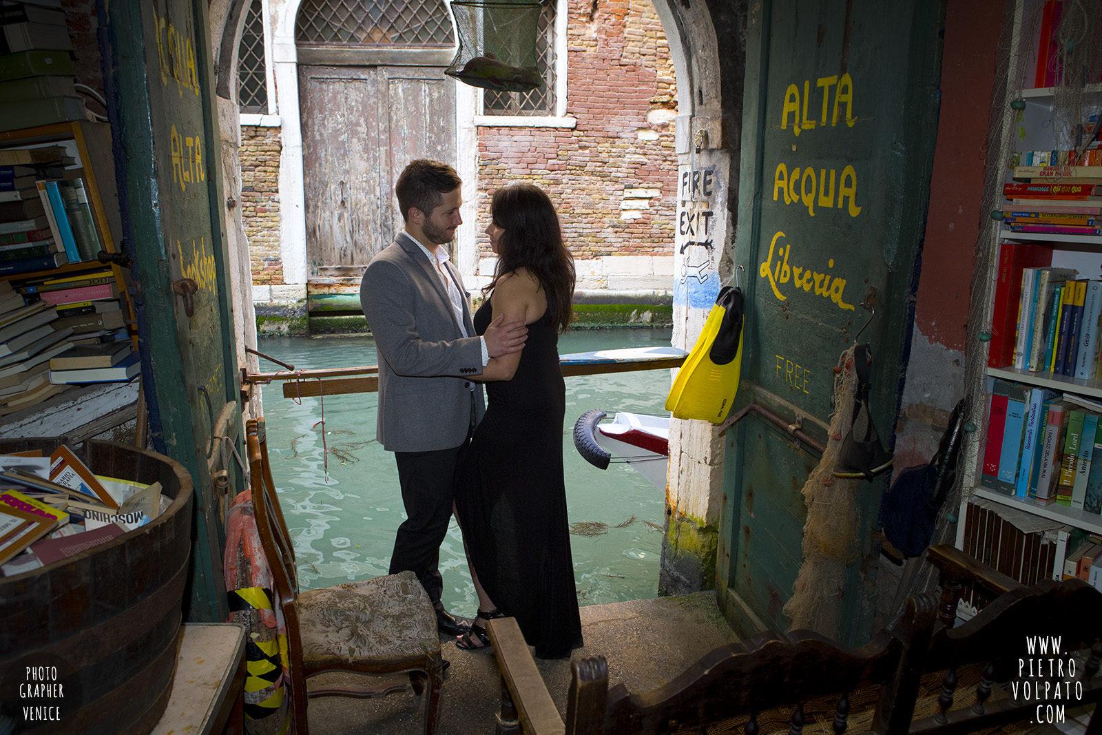 photographer-venice-photoshoot-couple-romantic-vacation-20160417_06