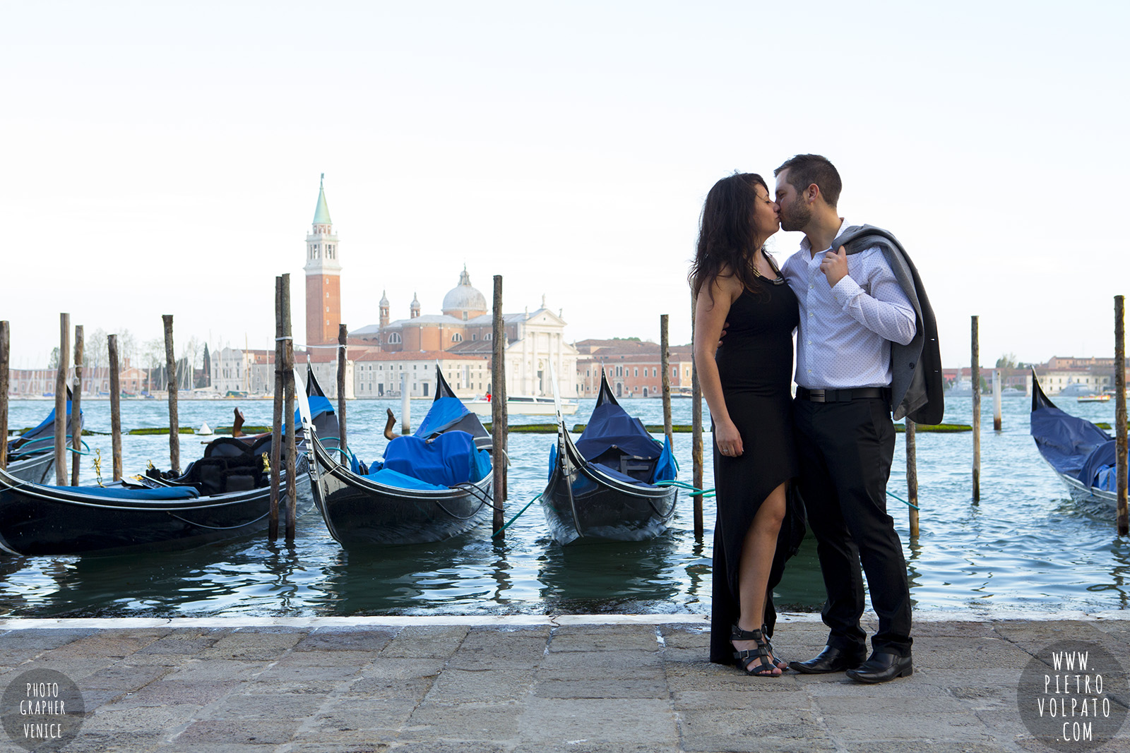 photographer venice photoshoot couple romantic vacation