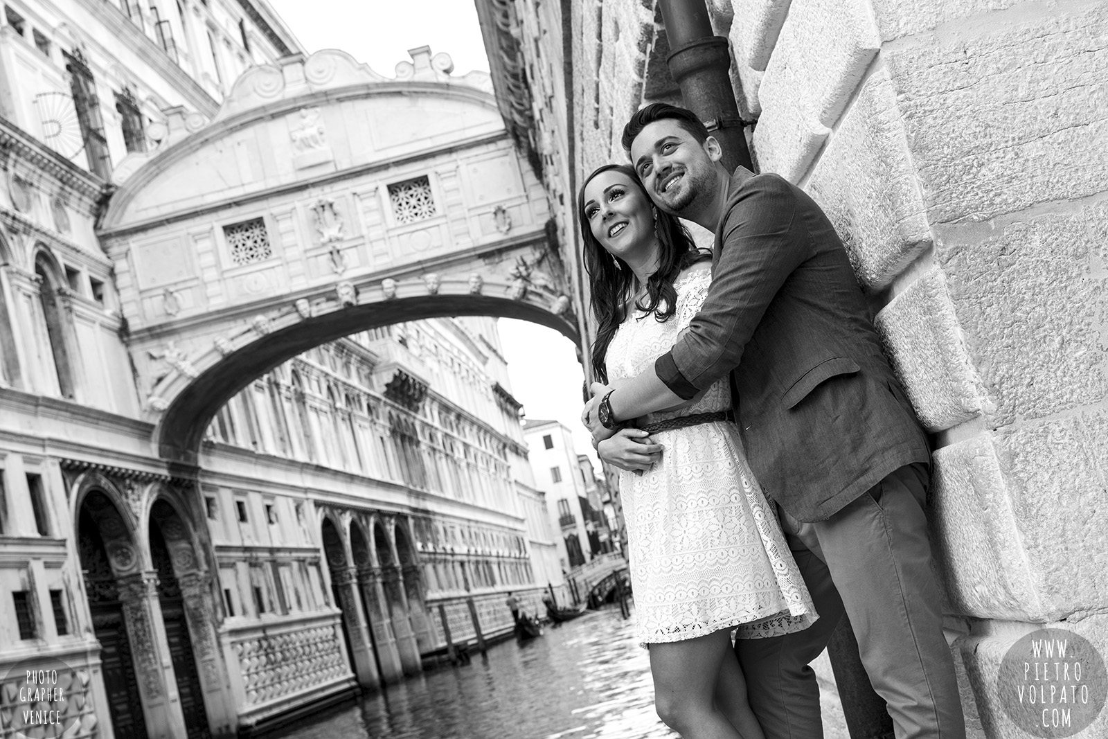 photographer in venice for couple pre wedding photoshoot romantic vacation tour pictures