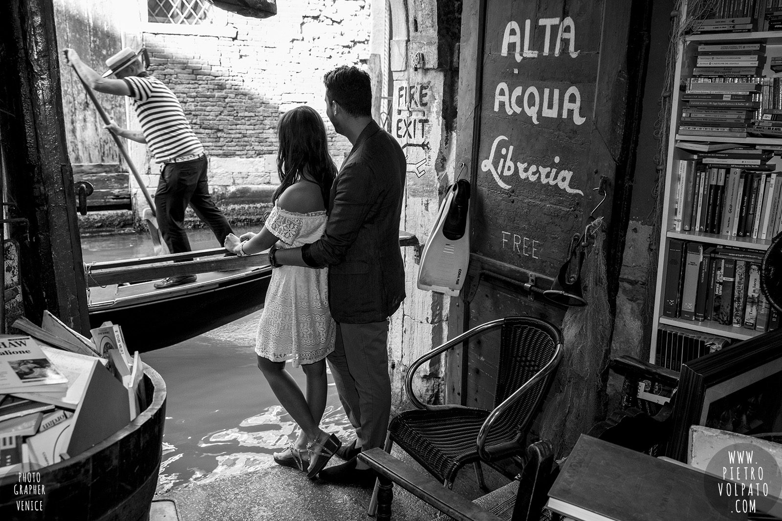 photographer-in-venice-for-couple-pre-wedding-photoshoot-romantic-vacation-tour-pictures-20160524_07