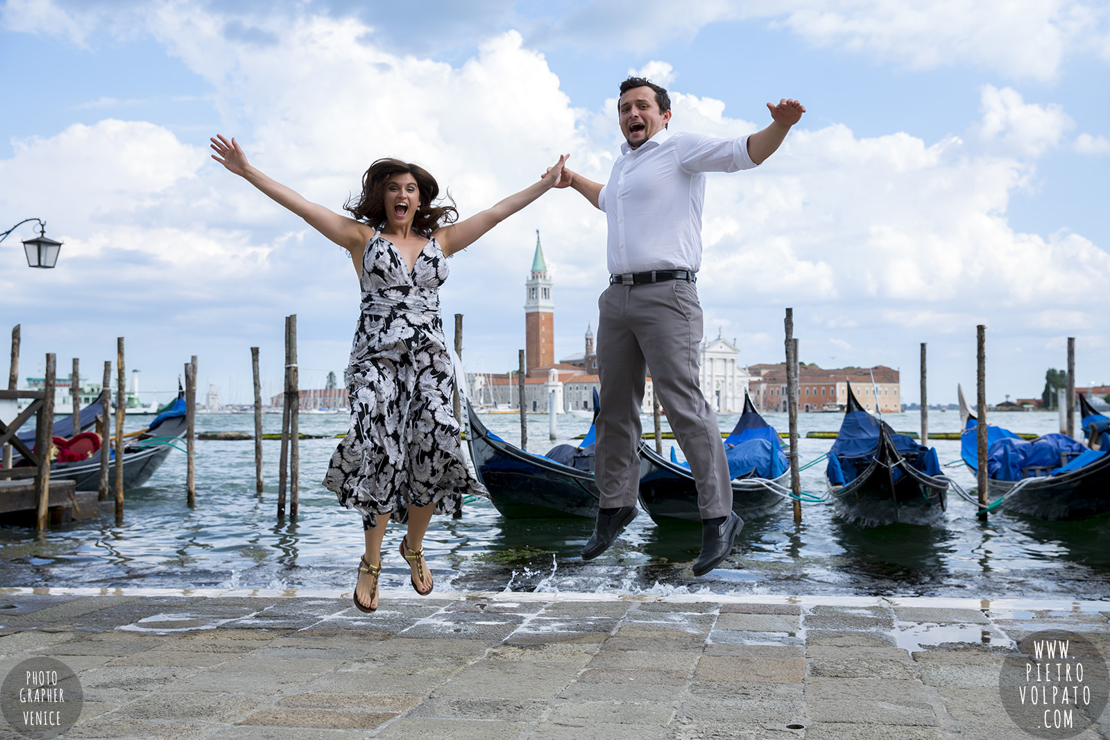 photographer in venice Italy for photo shoot of a couple on vacation for wedding anniversary