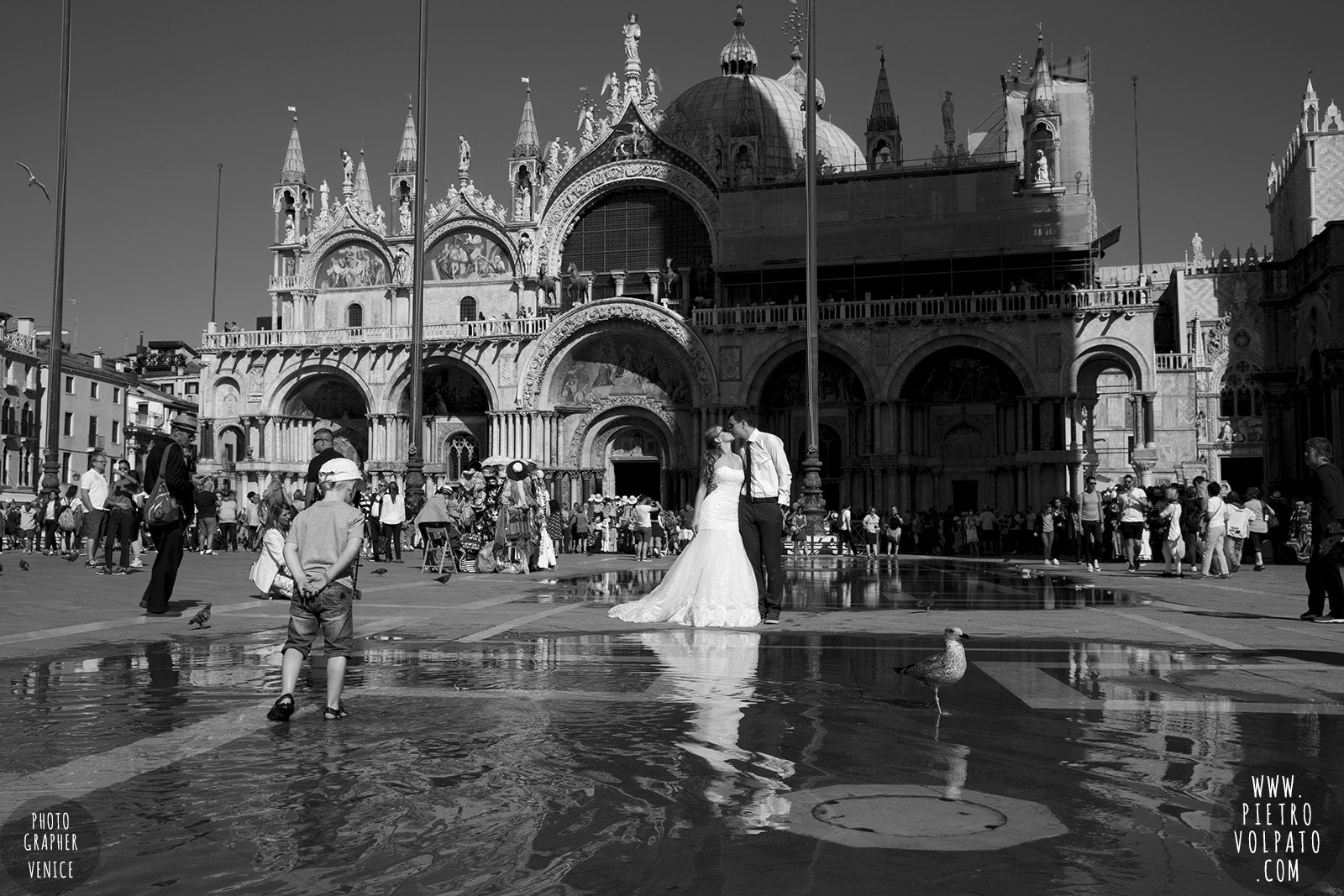 photographer-in-venice-for-wedding-honeymoon-photography-session-and-walking-tour-for-couple-20160922_03