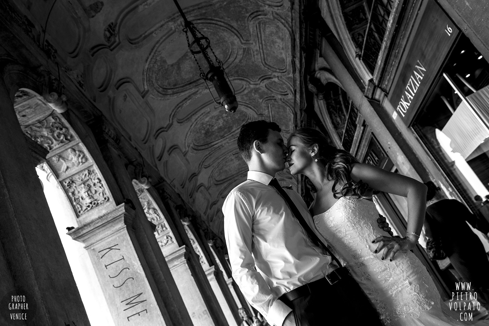 photographer in venice for wedding honeymoon photography session and walking tour for couple