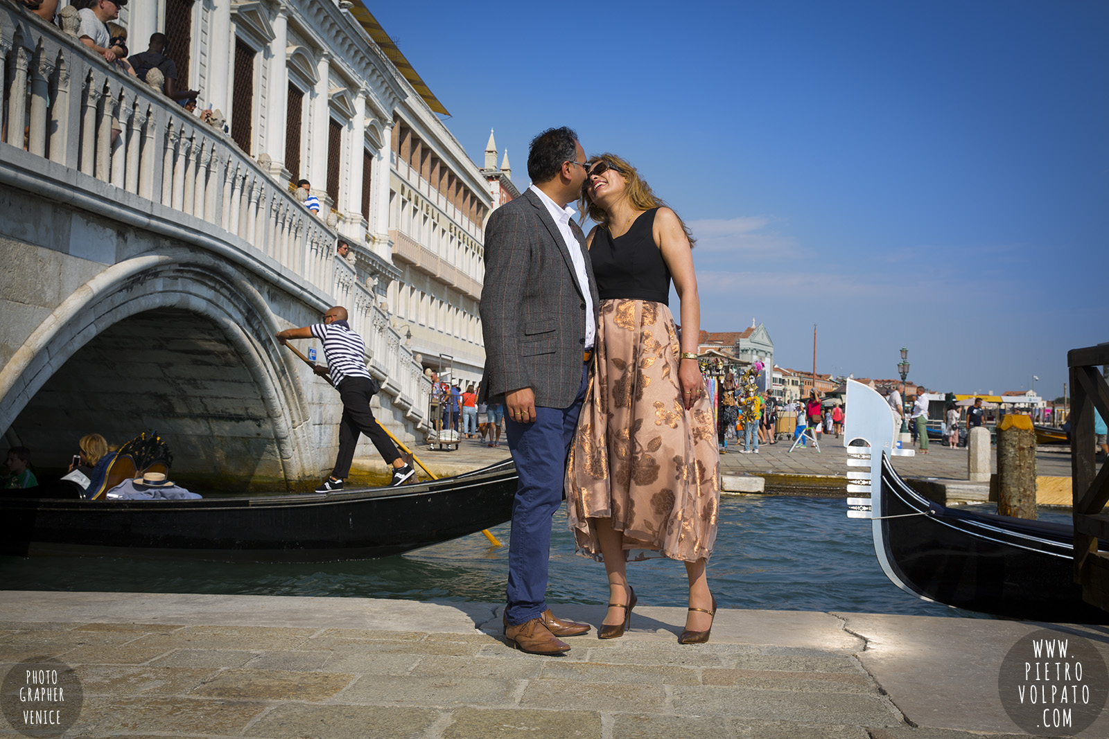 Venice photographer provides a wedding anniversary photo shoot for a couple on vacation - pictures about a walking tour and gondola ride