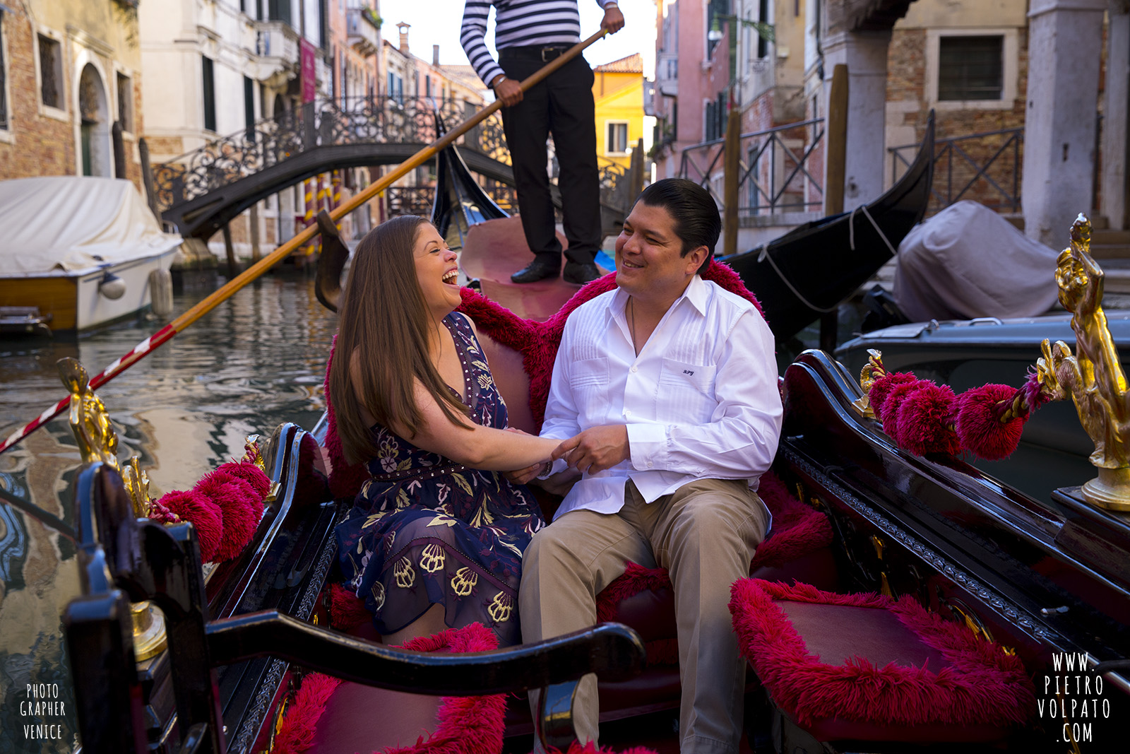 venice engagement photographer photoshoot for couple romantic vacation walk tour