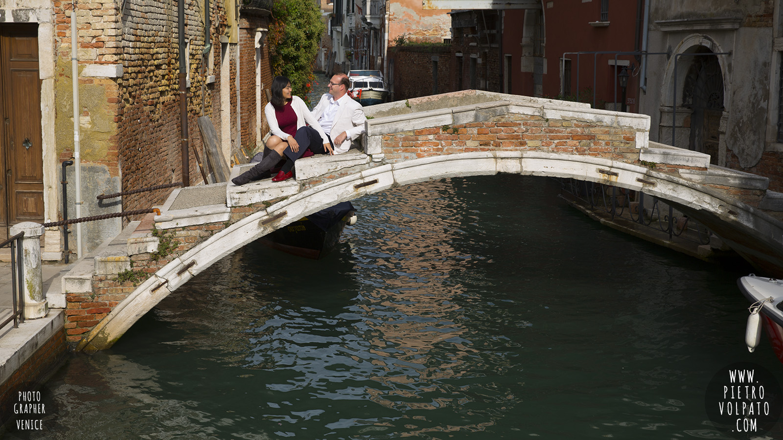 venice honeymoon photographer photo shoot romantic couple vacation