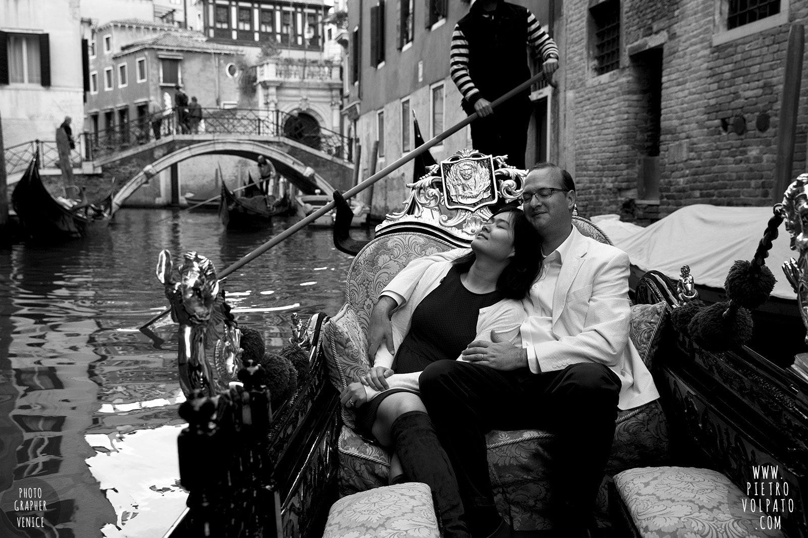 venice-honeymoon-photographer-photo-shoot-romantic-couple-vacation-20161019_02