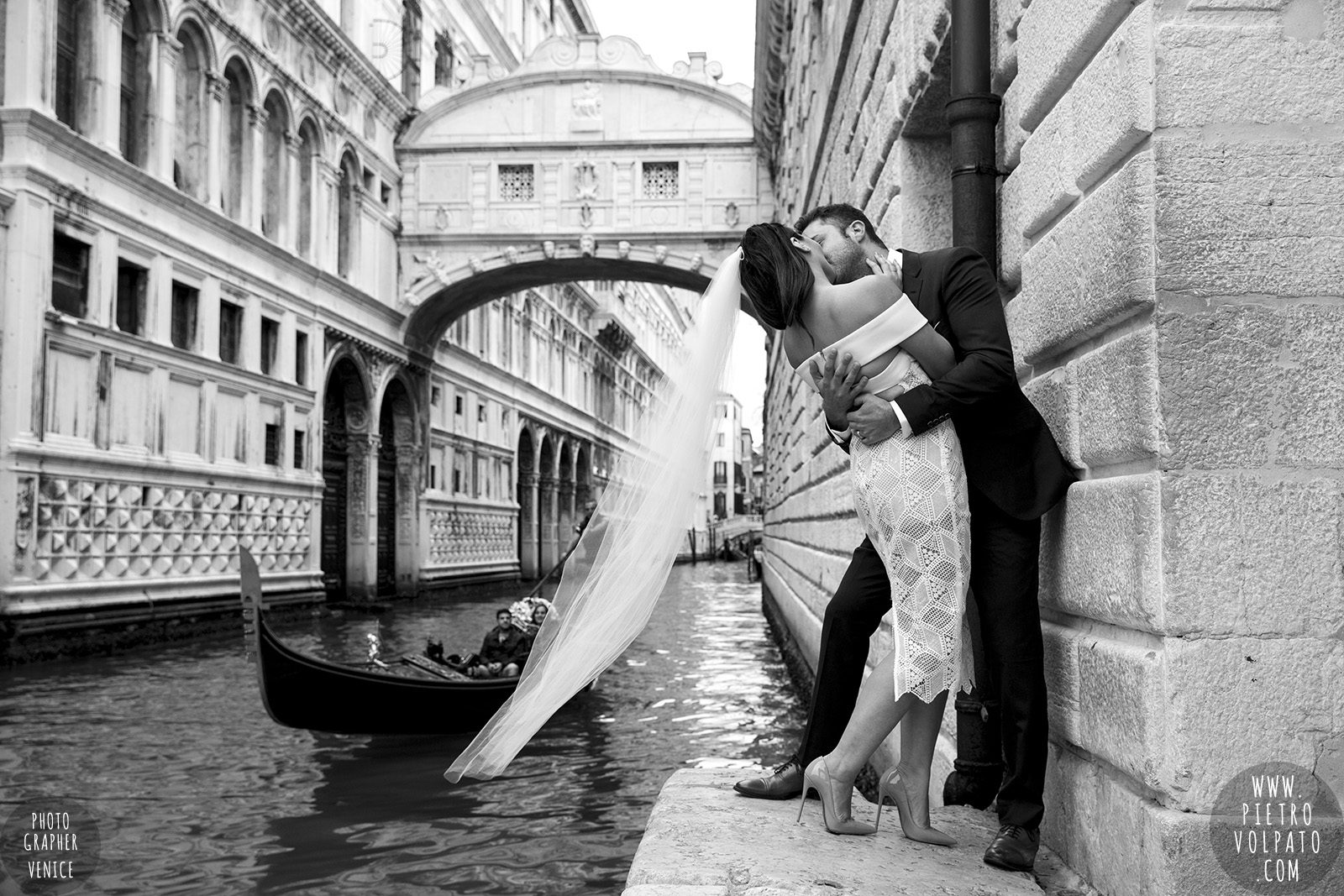 venice-wedding-photographer-couple-romantic-honeymoon-photoshoot-tour-20161005_01