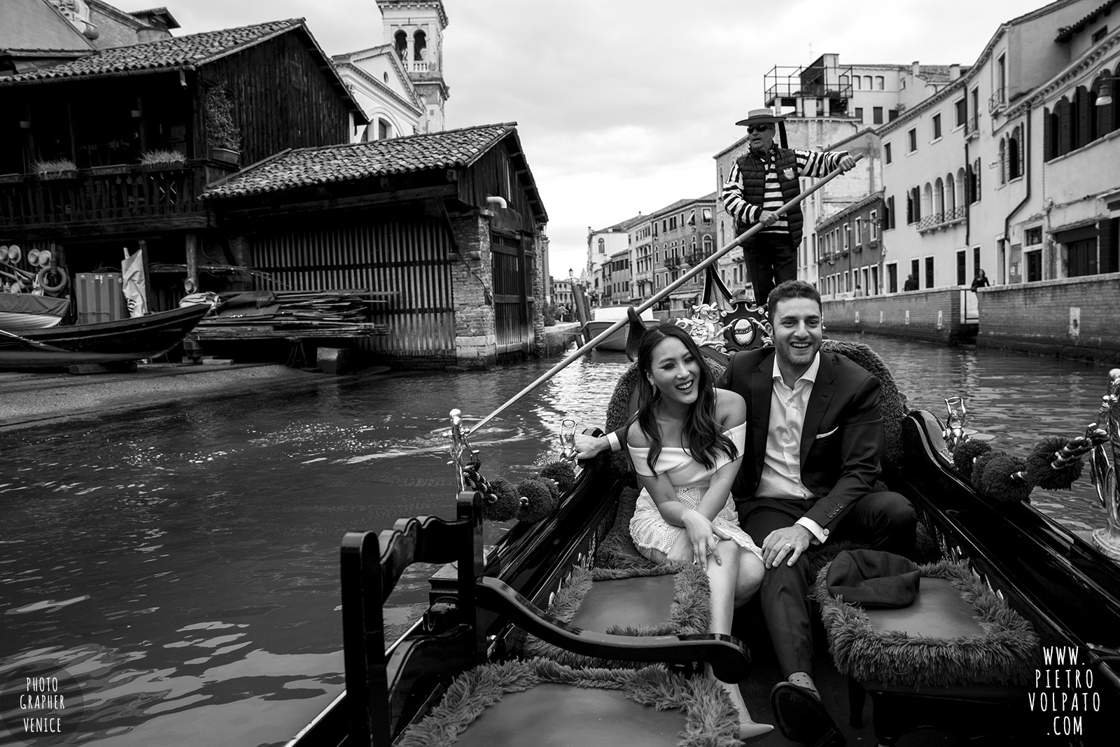 venice wedding photographer couple romantic honeymoon photoshoot tour