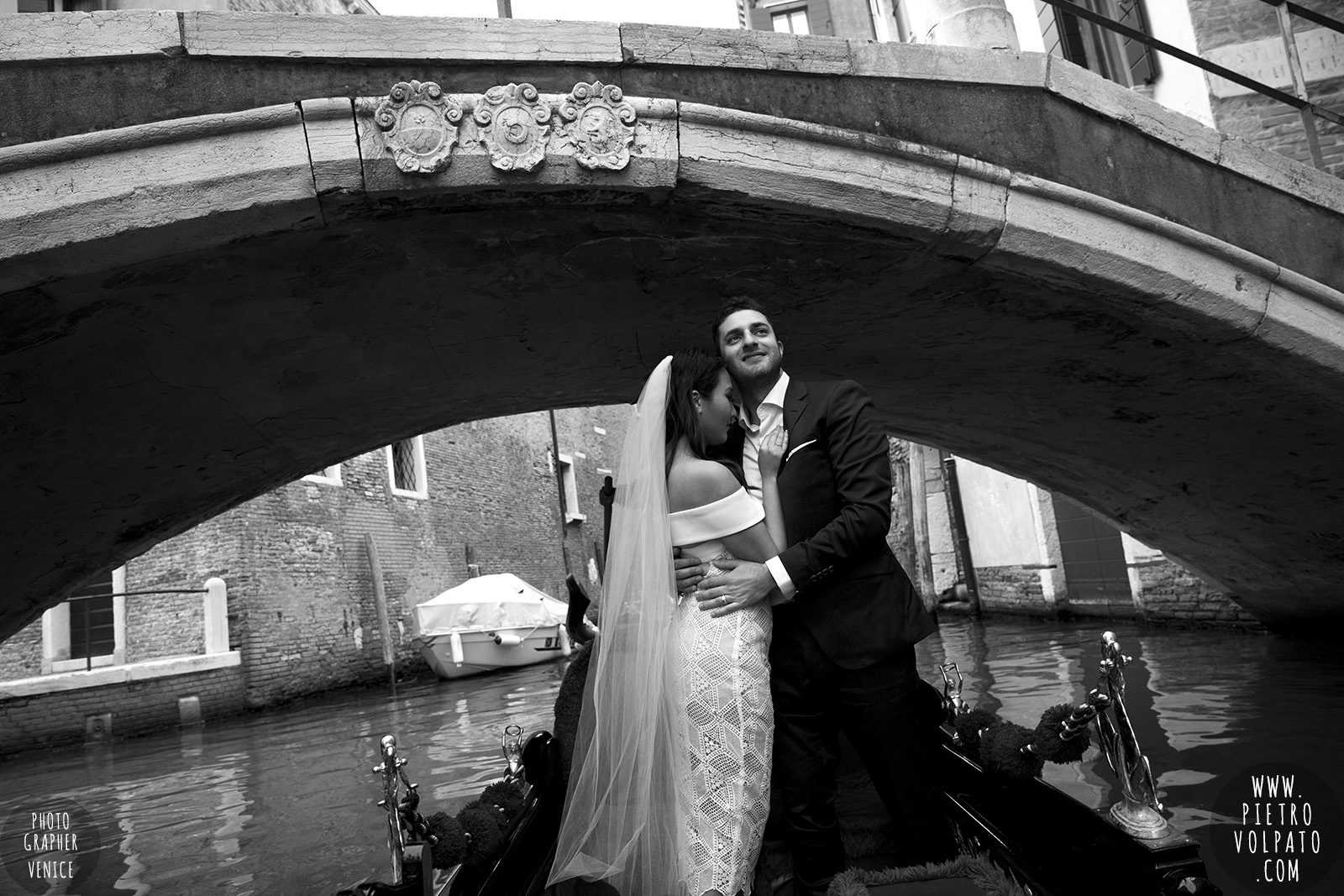 venice-wedding-photographer-couple-romantic-honeymoon-photoshoot-tour-20161005_04