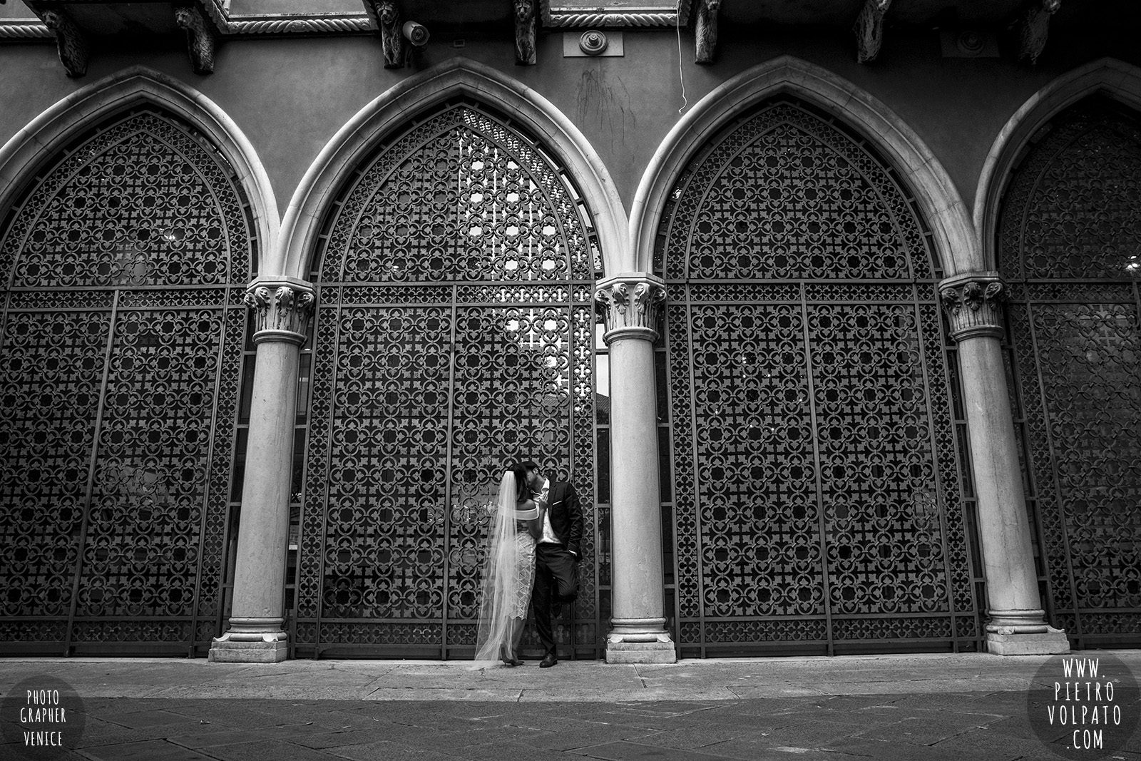 venice-wedding-photographer-couple-romantic-honeymoon-photoshoot-tour-20161005_05