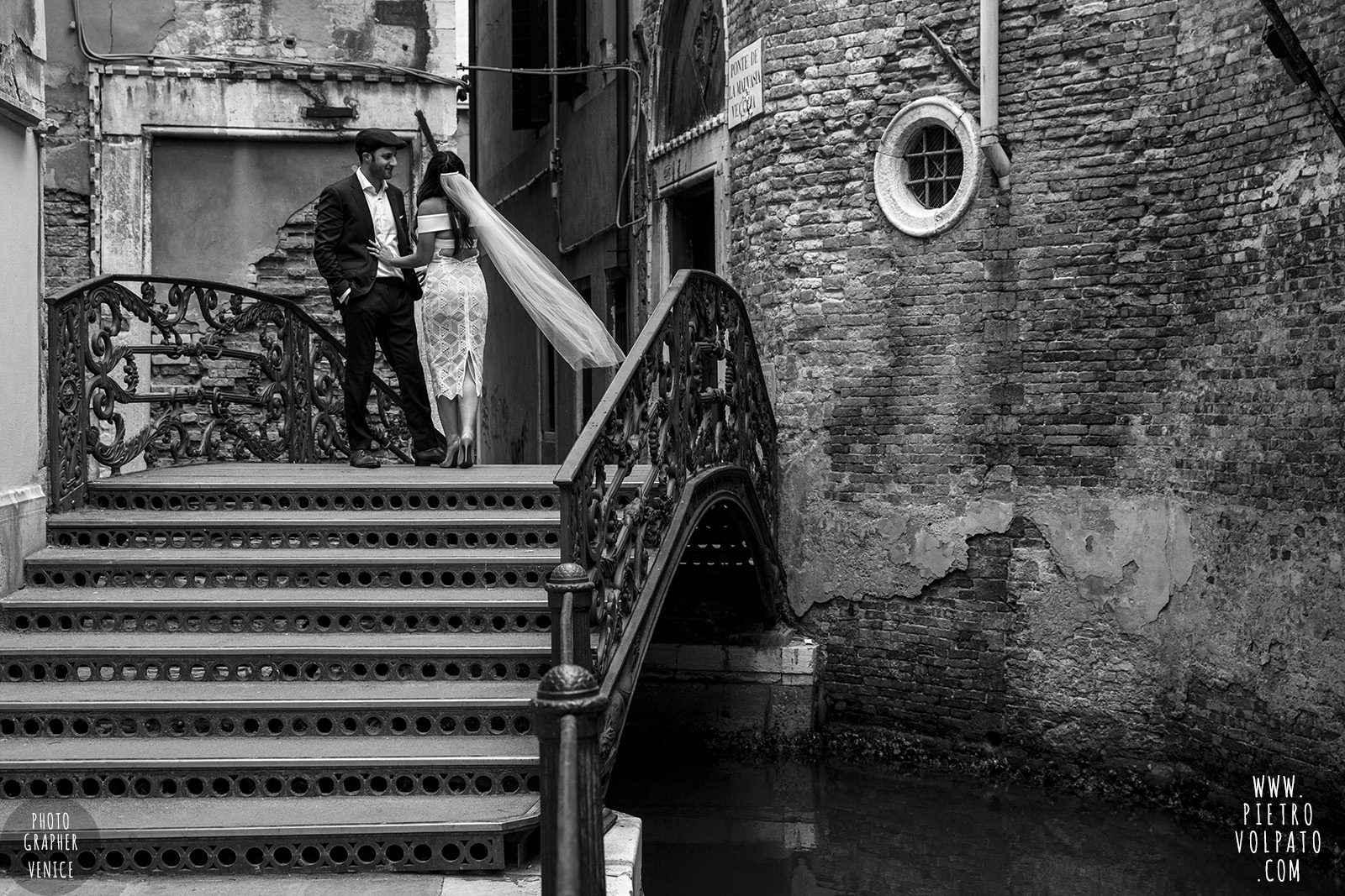 venice-wedding-photographer-couple-romantic-honeymoon-photoshoot-tour-20161005_07