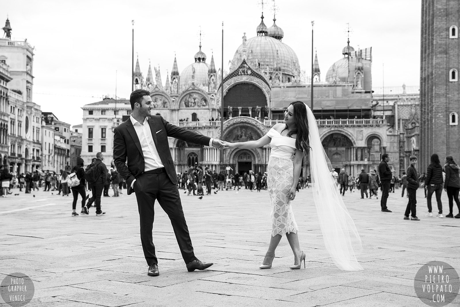 venice-wedding-photographer-couple-romantic-honeymoon-photoshoot-tour-20161005_08