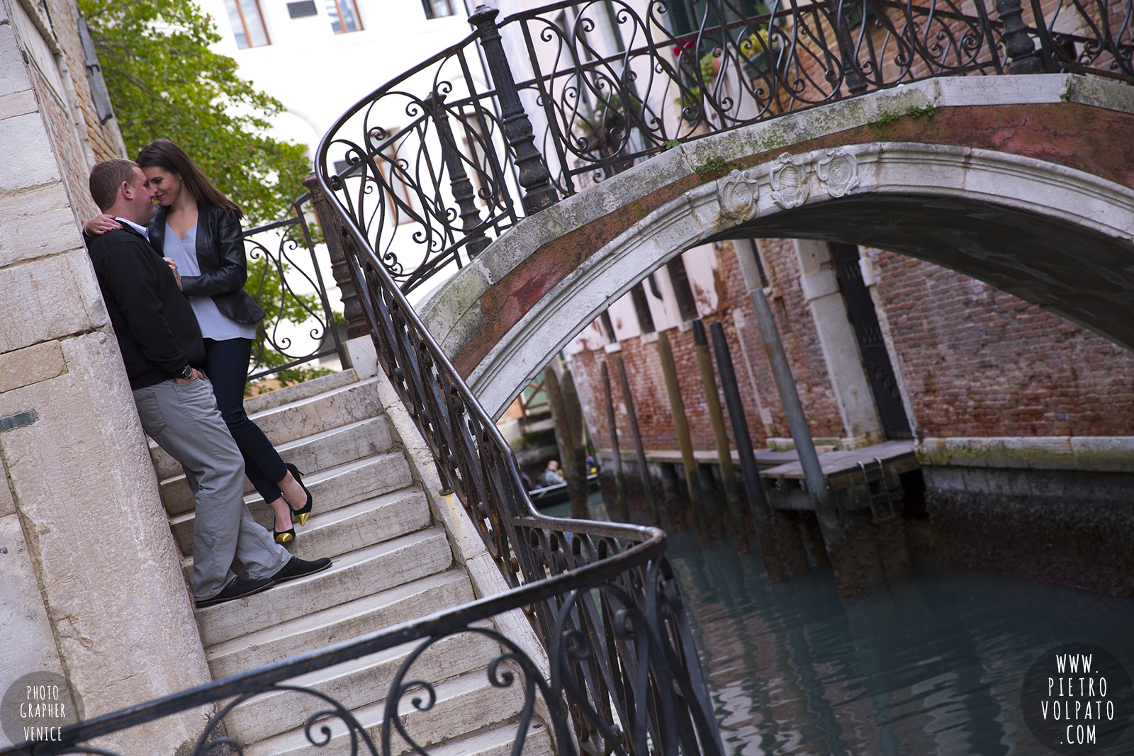 pre wedding love story photoshoot in venice italy photographer pietro volpato