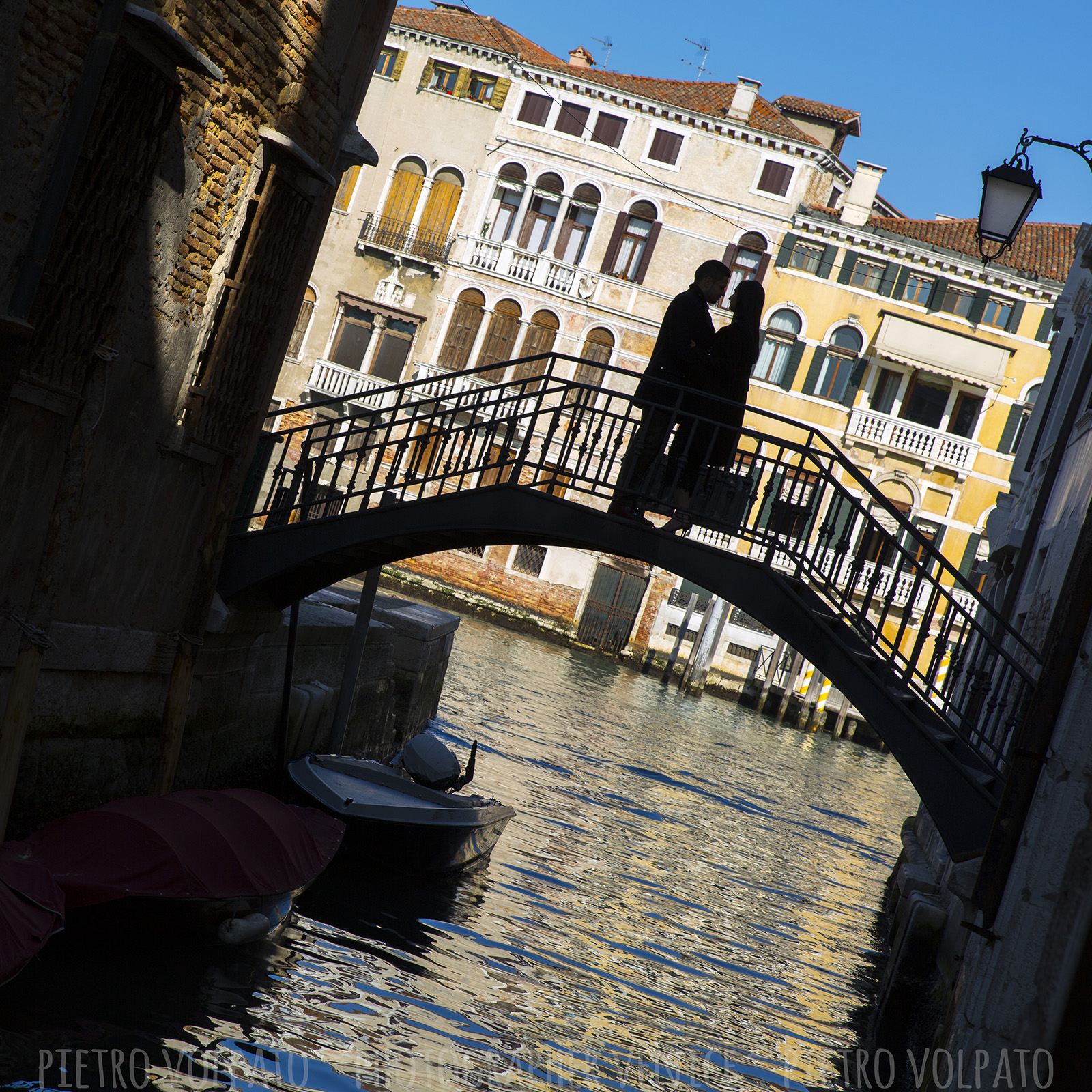 photographer in venice romantic couple photography session and tour