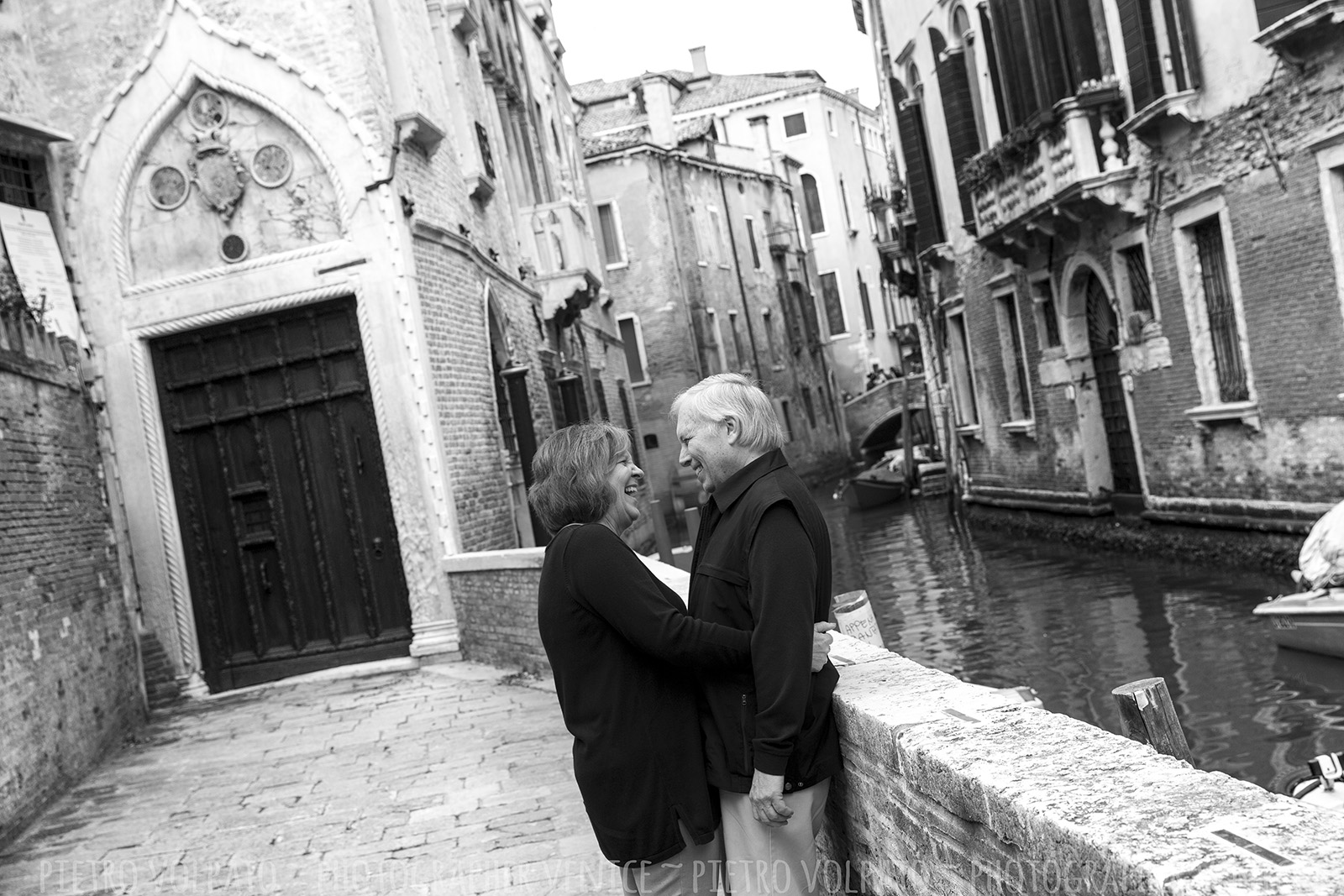 photographer venice italy couple vacation photo shoot tour