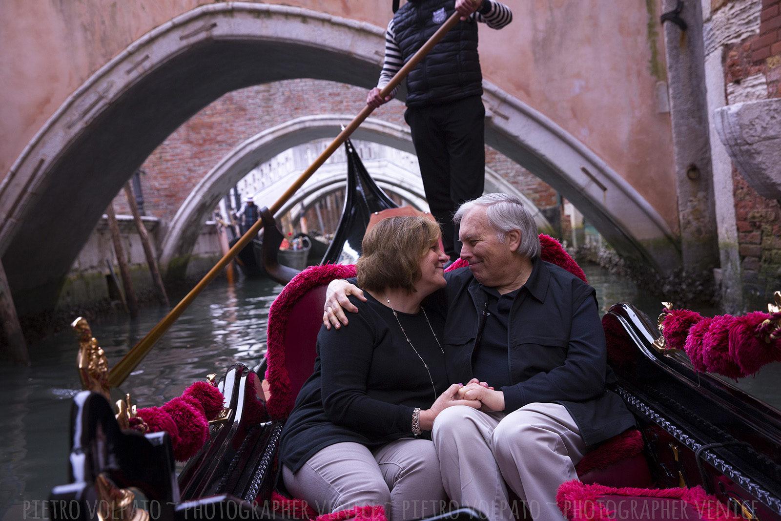 photographer-venice-italy-couple-vacation-photo-shoot-tour-20170321_02
