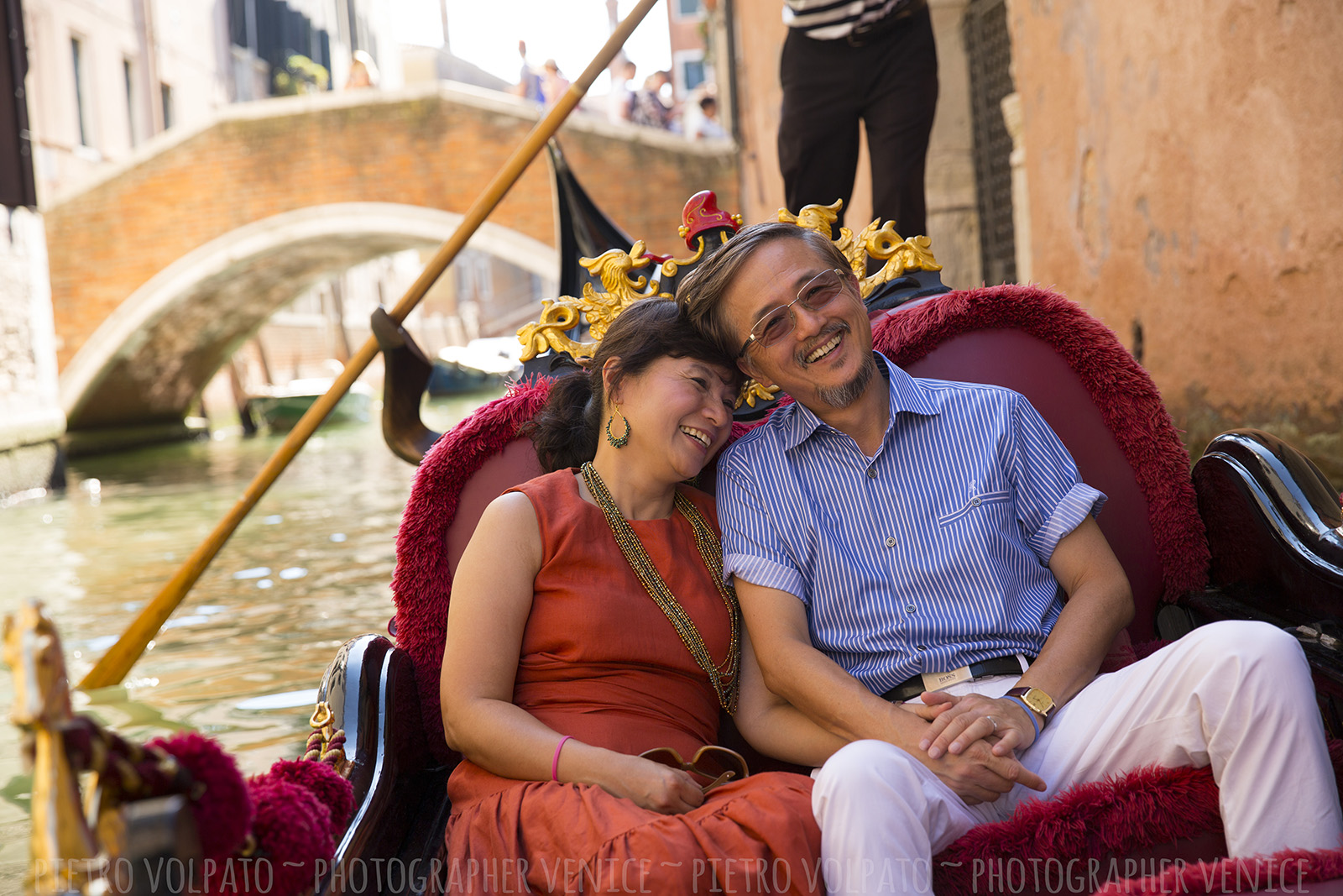 Photographer in Venice for romantic and fun photo shoot during a walking tour and gondola ride ~ Venice couple photo session