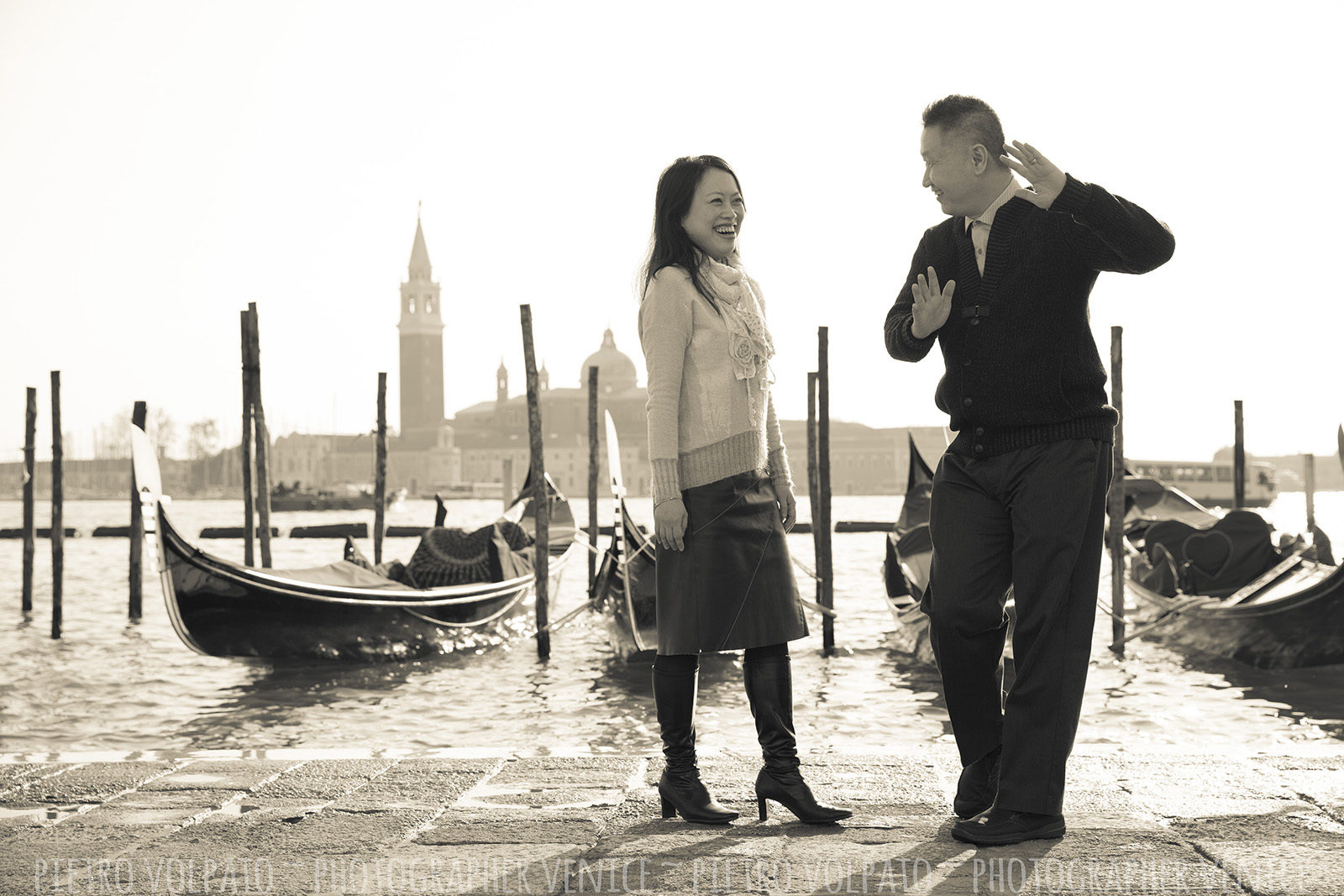 Couple photo shoot in Venice with photographer ~ Vacation photography session and tour in Venice ~ Photographer in Venice