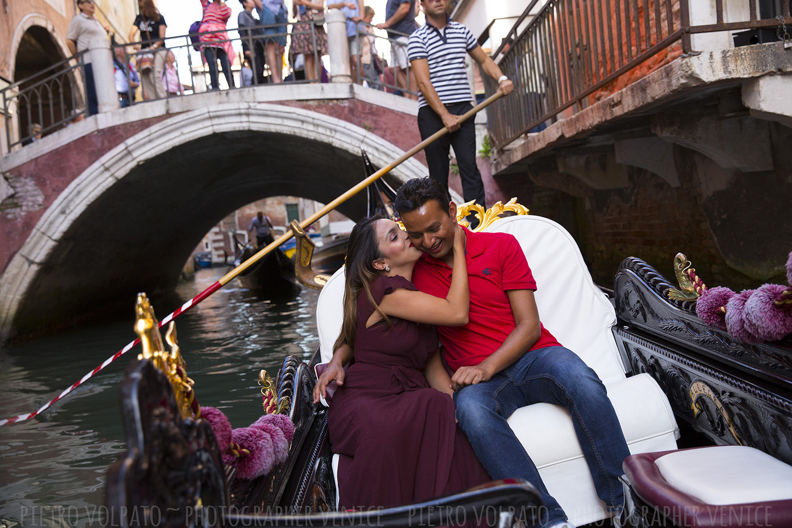 Venice photographer for vacation photo shoot and tour ~ Couple romantic and fun photos ~ Venice photo walk and gondola ride