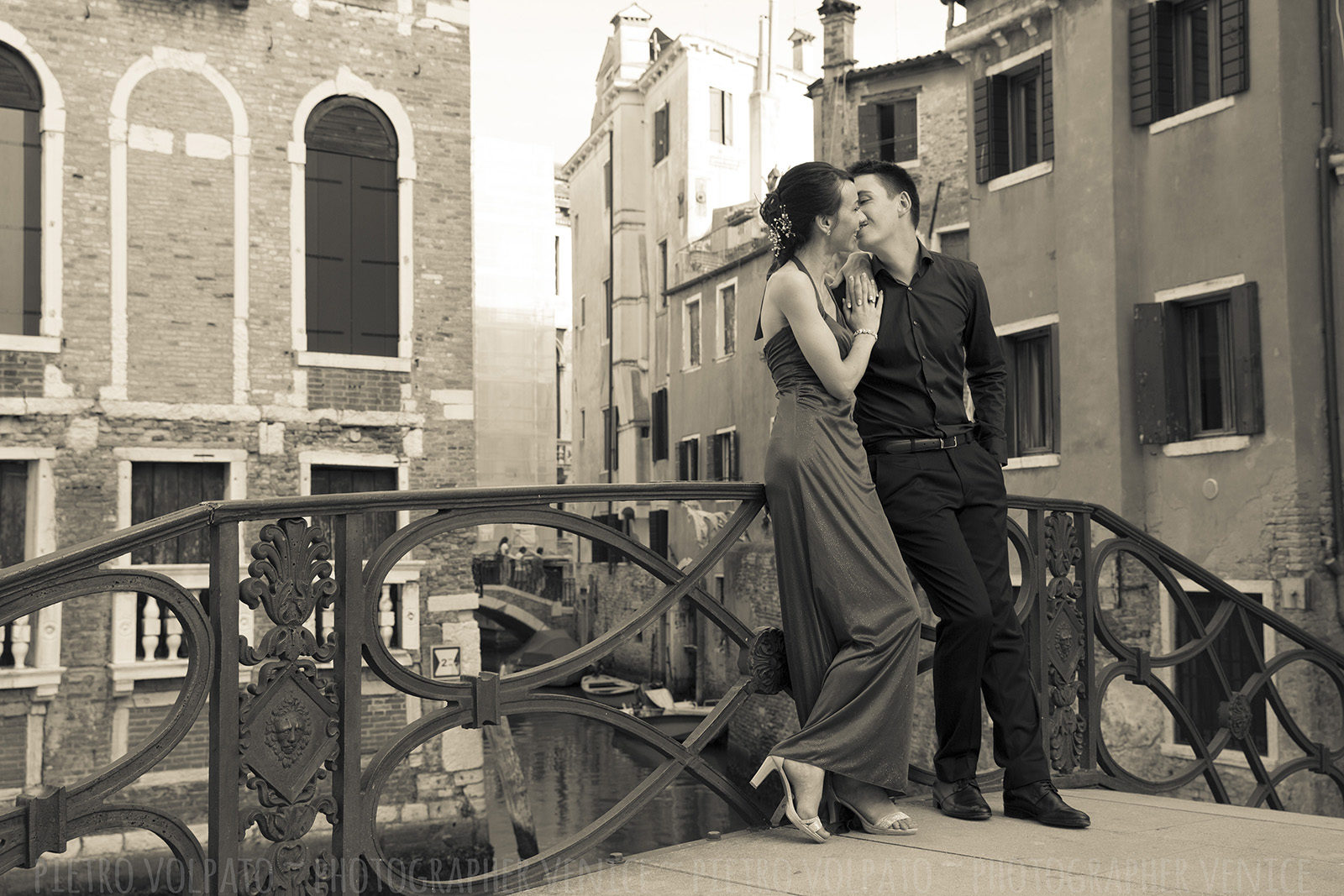 Photographer in Venice Italy for honeymoon photo shoot during a walking tour ~ Couple vacation photography session
