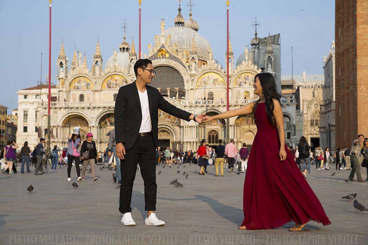 honeymoon photo shoot venice italy