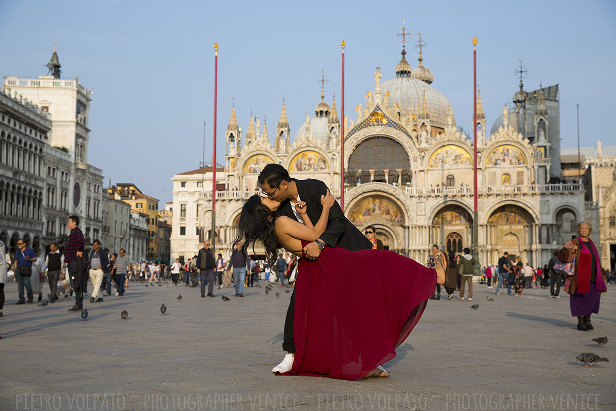 honeymoon photo shoot in venice