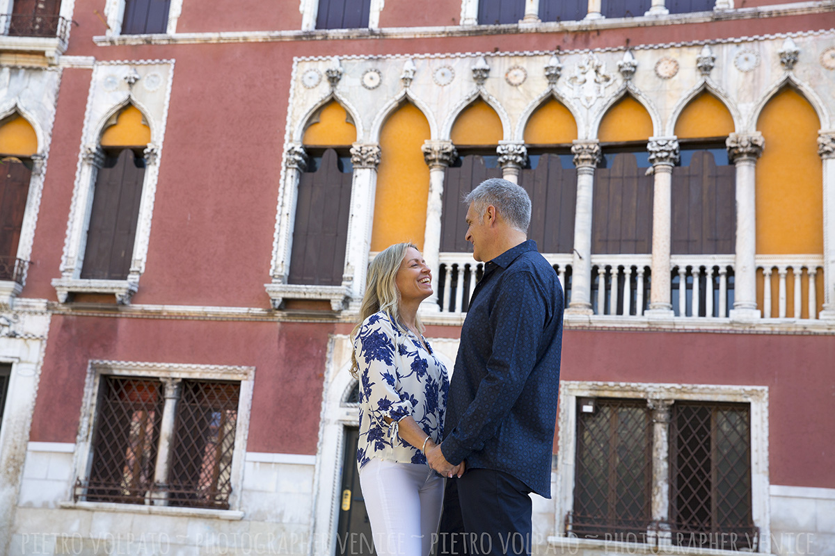 venice couple photoshoot tour with photographer