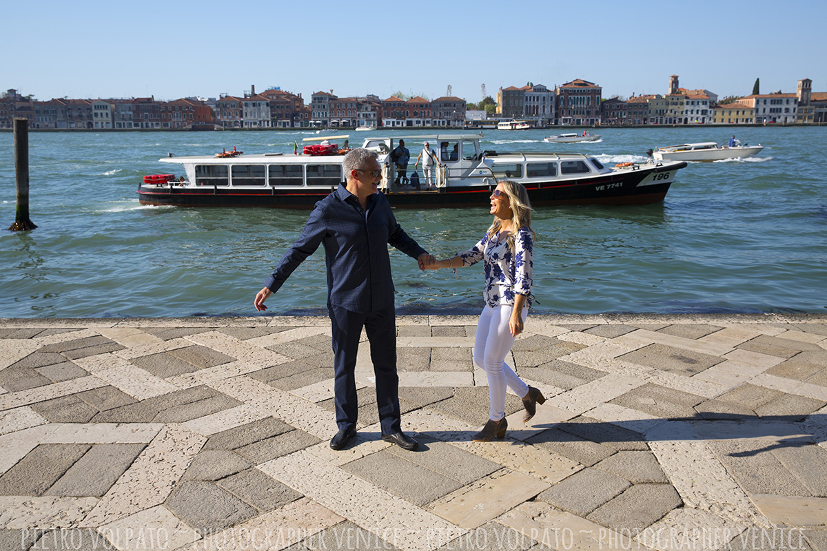 venice couple photoshoot and tour