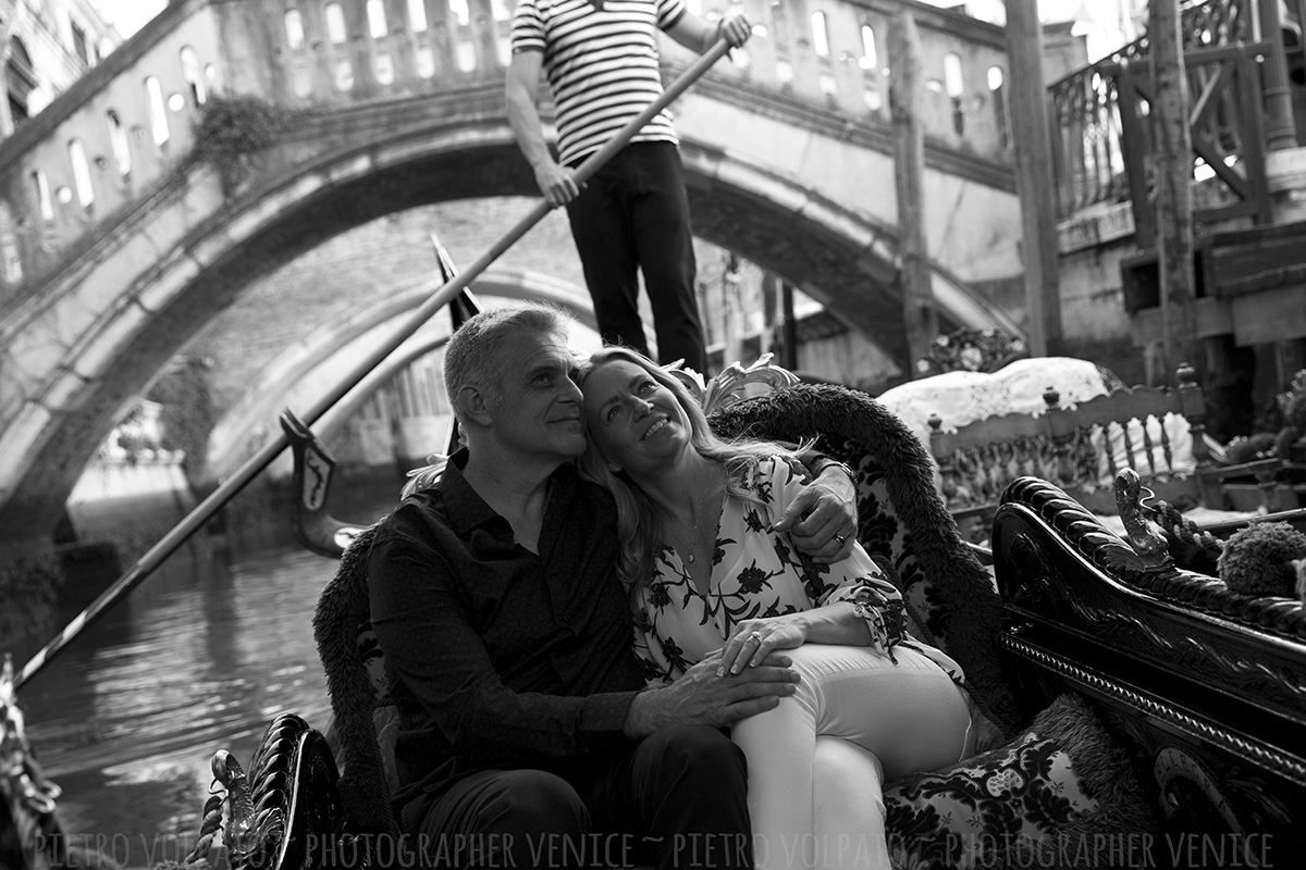 couple photoshoot venice with photographer