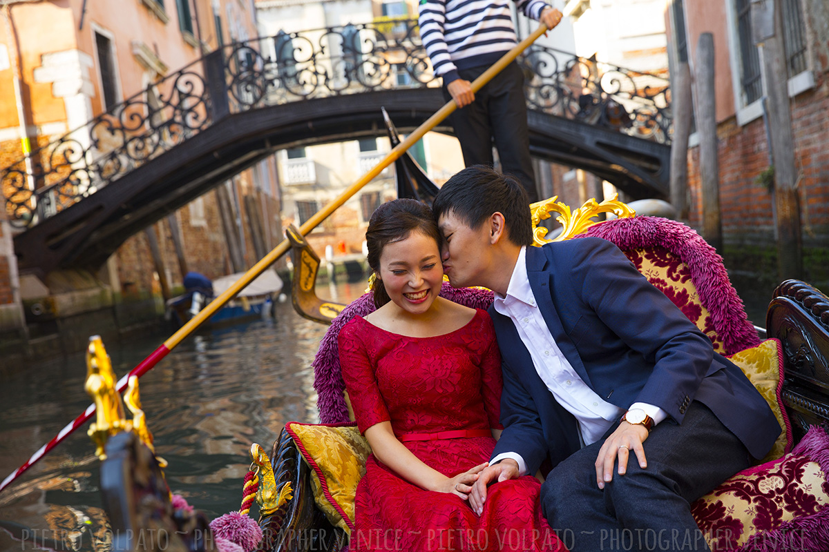 honeymoon photographer in venice italy