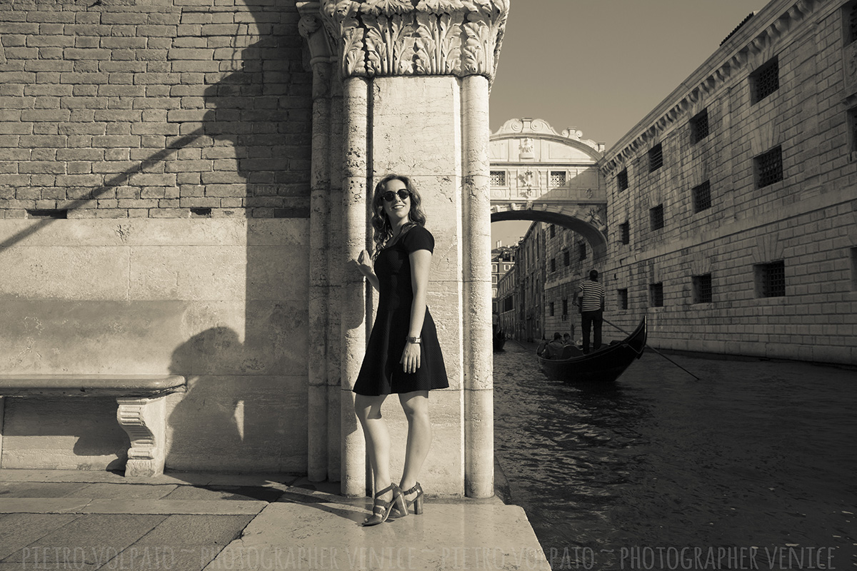 Photoshoot and tour in Venice with local photographer