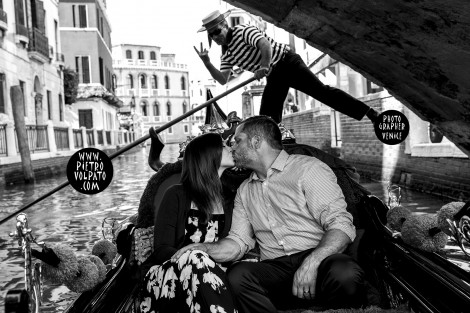 Photographer in Venice for Love-Story & Fun Photoshoot