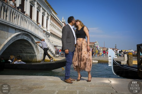 Photographer in Venice for Anniversary Photos and Tour