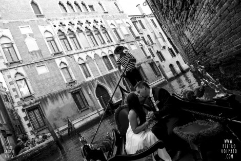 PHOTOGRAPHER IN VENICE FOR WEDDING PICTURES
