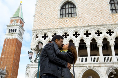 PHOTOGRAPHER IN VENICE FOR COUPLE VACATION PHOTOSHOOT