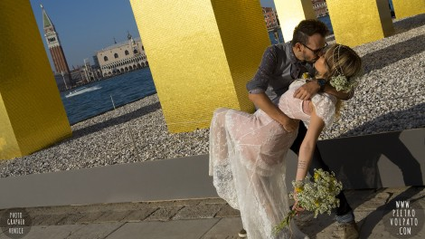 Romantic Fun Photoshoot Tour by Photographer in Venice