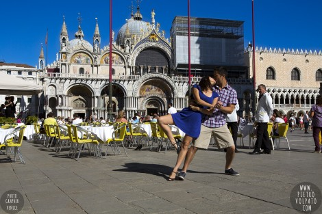 Photographer for Venice Italy Honeymoon Photoshoot