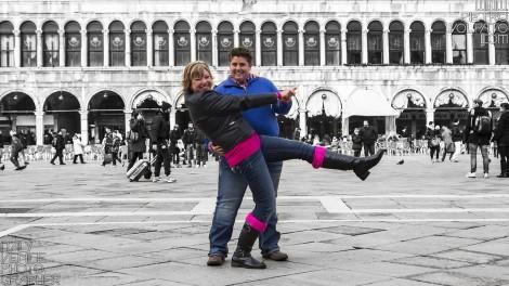 PHOTOGRAPHER VENICE ROMANTIC FUN COUPLE PHOTO WALK