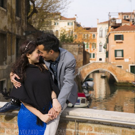 Photographer for Venice couple photo session and tour