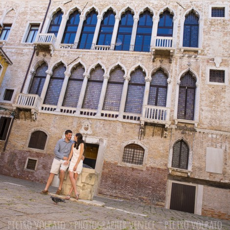 Photographer in Venice for Couple Vacation Photo Shoot