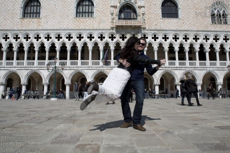 Photographer in Venice for Couple Photo Session and Tour